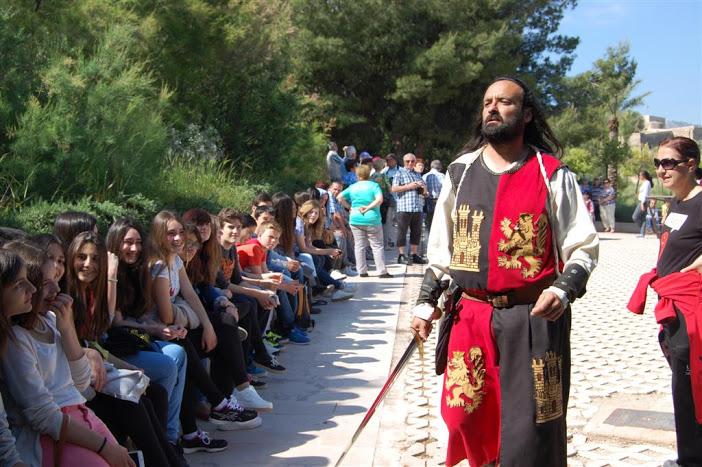 Los alumnos de Francés del IES Felipe II toman la Fortaleza del Sol de Lorca